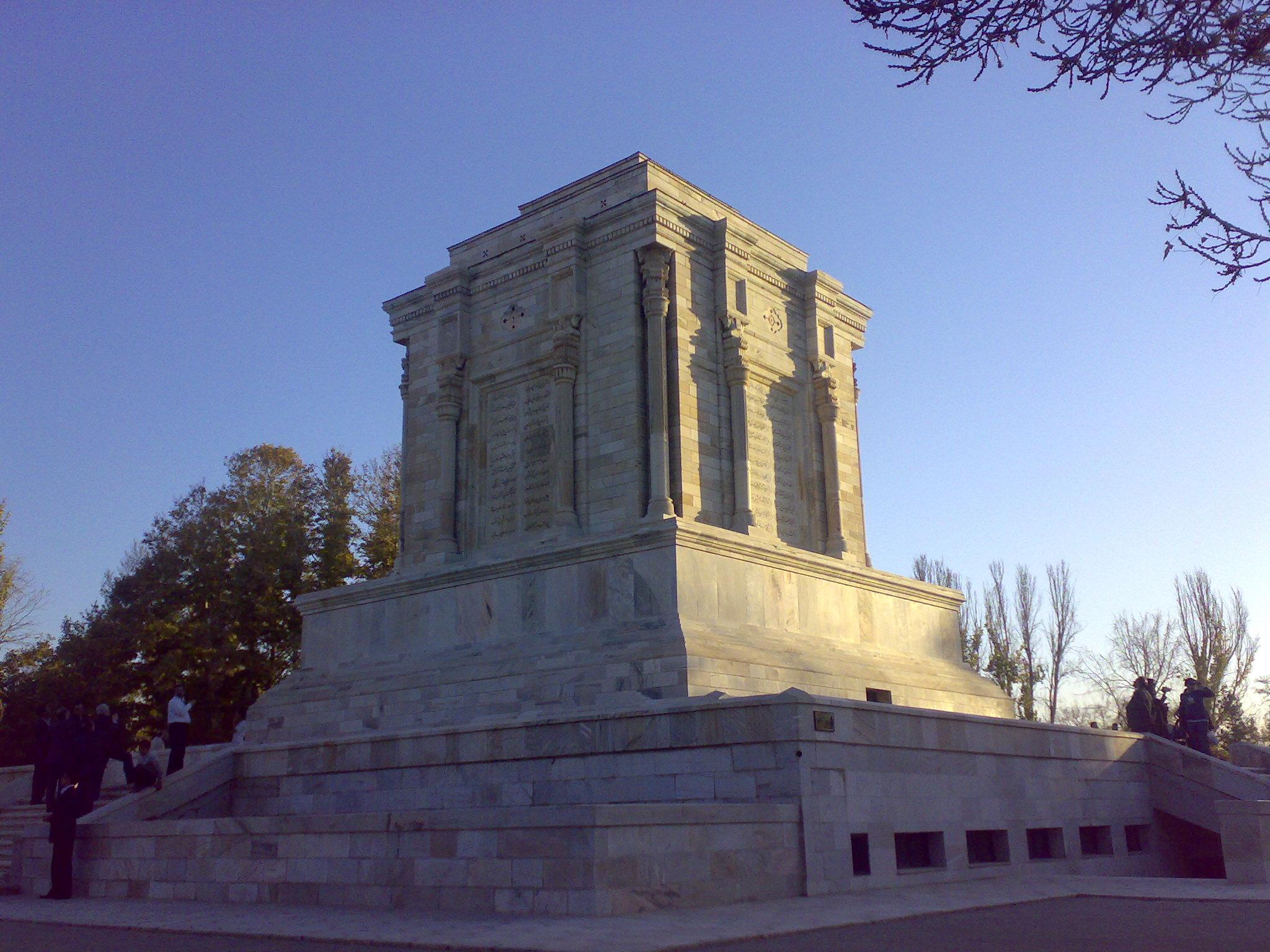 firdevsi anıt mezarı